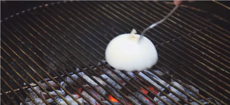 Clean grill with onion
